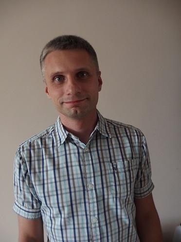 zdjęcie portretowe przedstawia Jakuba Niedbalskiego