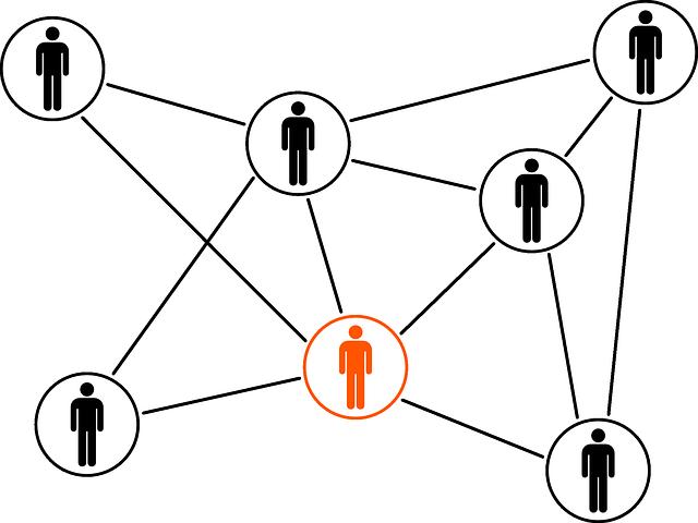 grafika przedstawiająca czarne sylwetki ludzi w kółkach połączone w sieć za pomocą prostych linii, jedna z sylwetek w kółku ma kolor pomarańczowy
